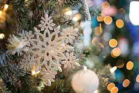 Decorar árboles navideños blancos ¡Conoce esta nueva tendencia!