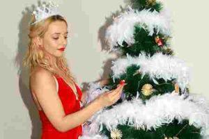 Decorar árboles navideños blancos tendencia
