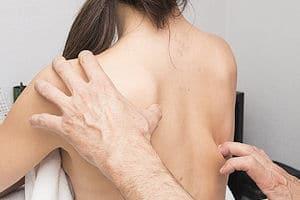 Cómo aliviar la tortícolis con remedios caseros