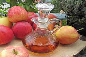 Cabellera brillante con vinagre de manzana